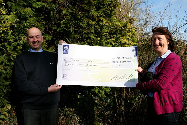ISPCA CEO Dr Andrew Kelly presenting a cheque to Teresa Maguire
